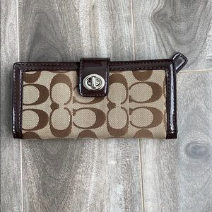 Women's Coach signature canvas long wallet